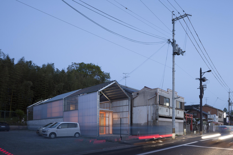HO33Y05©Shinkenchiku-sha
